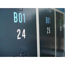 Selvklebende bokstaver og tall